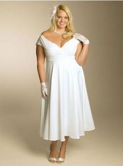 Свадебное или вечернее платье для «пышки»