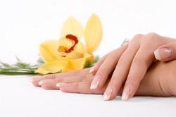 Какими косметическими и народными средствами можно отбелить ногти